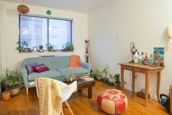 Quaint 1 Bedroom Apartment in the Heart of Inwood - New York - Apartemen