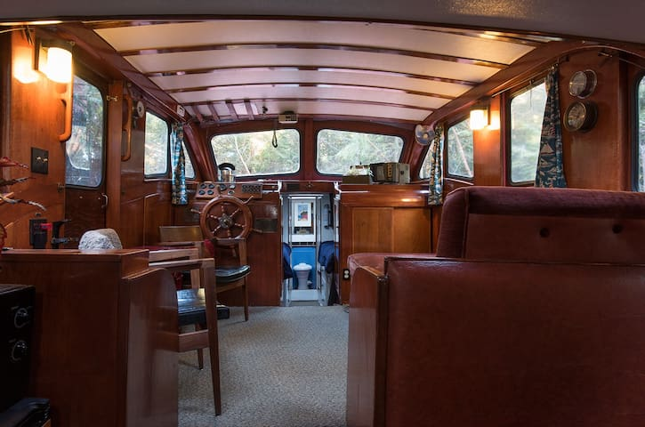 Land-based Vintage Cabin Cruiser-Delux - Port Townsend - Boat