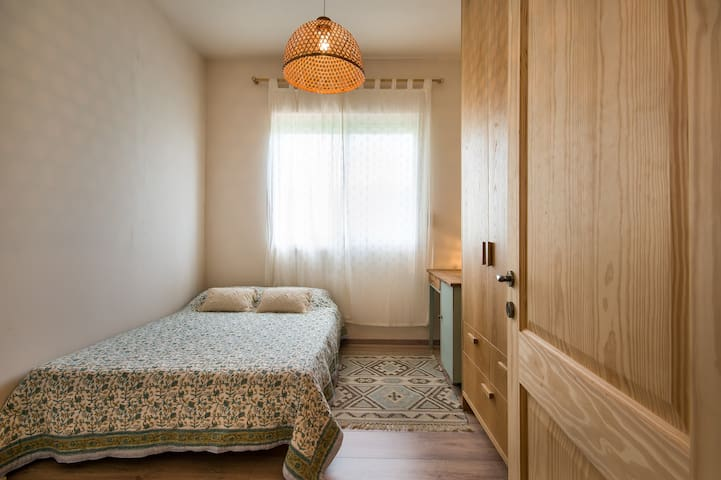 【Bedroom #2】  Cozy. Twin bed and a comfortable workspace