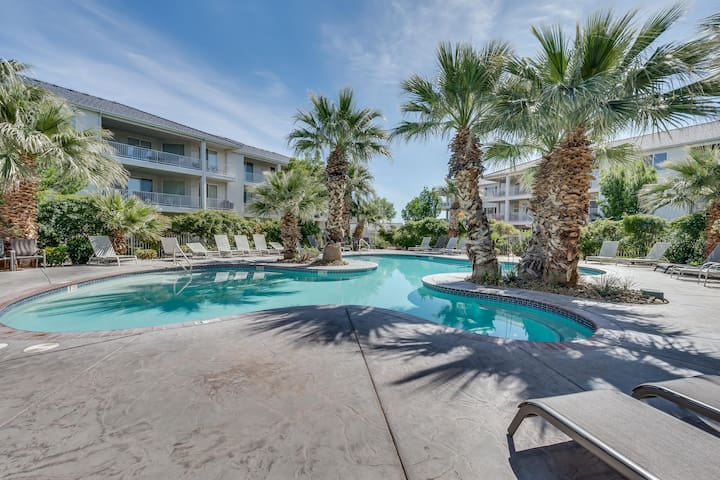 1BD Poolside Condo *STYLISH and CLEAN*