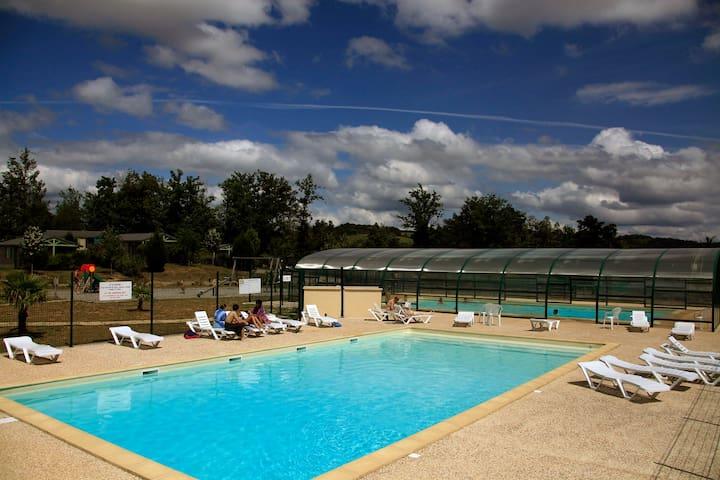 Chalets 4 personnes en Corrèze avec piscine - Beynat - Chatka w górach