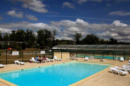 Chalets 4 personnes en Corrèze avec piscine - Beynat - Шале