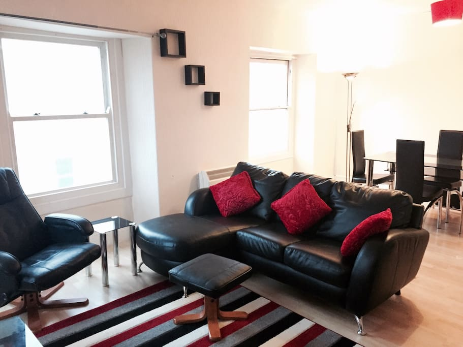 Very spacious sitting room and dining area with TV and Internet/wifi