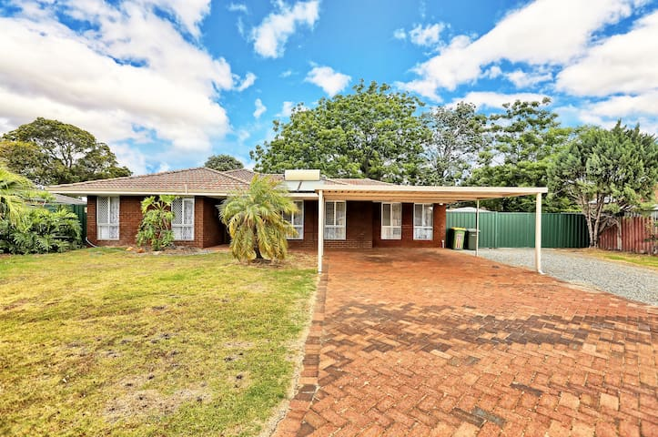 Pet Friendly Cosy House in Armadale