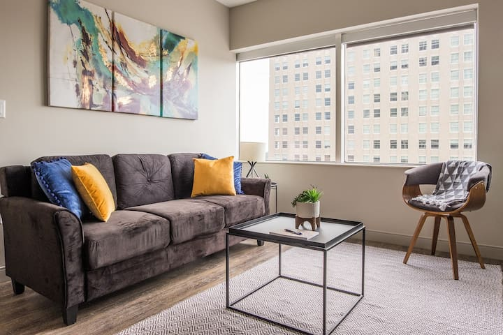 Modern + Central 1BR Apt near Municipal Auditorium