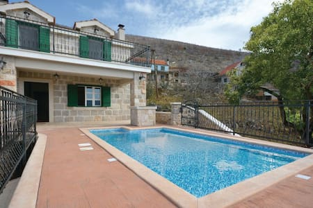3 Bedrooms Cottage in Crivac - Crivac