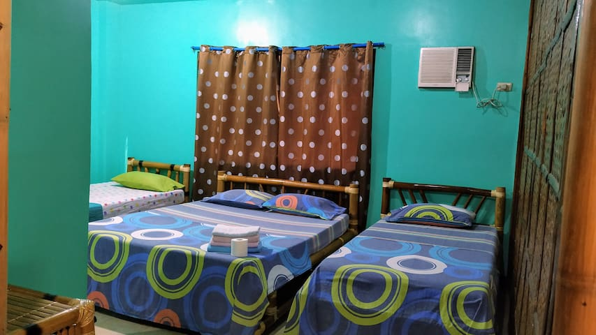 Orchids Resort-Aircon Room w/ Hot Shower & 3 beds