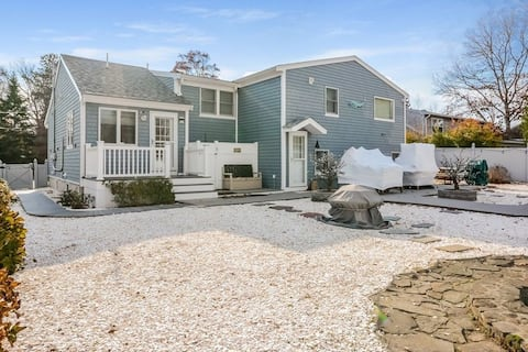 Seacoast Shores Oasis-Steps From Private Beach Bay