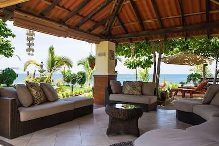 Luxury Beachfront-World Class Surf - Huis