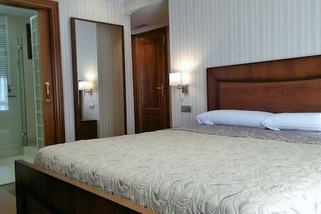 Amplio apartamento en el Centro de Vitoria. - Vitoria-Gasteiz