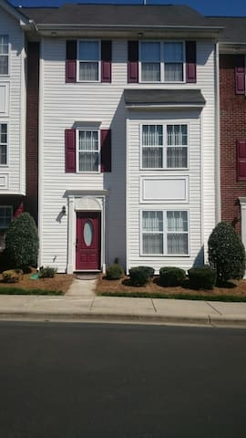 Matthews townhouse - Matthews - House
