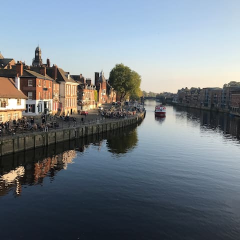 River front house in the heart of the city of York