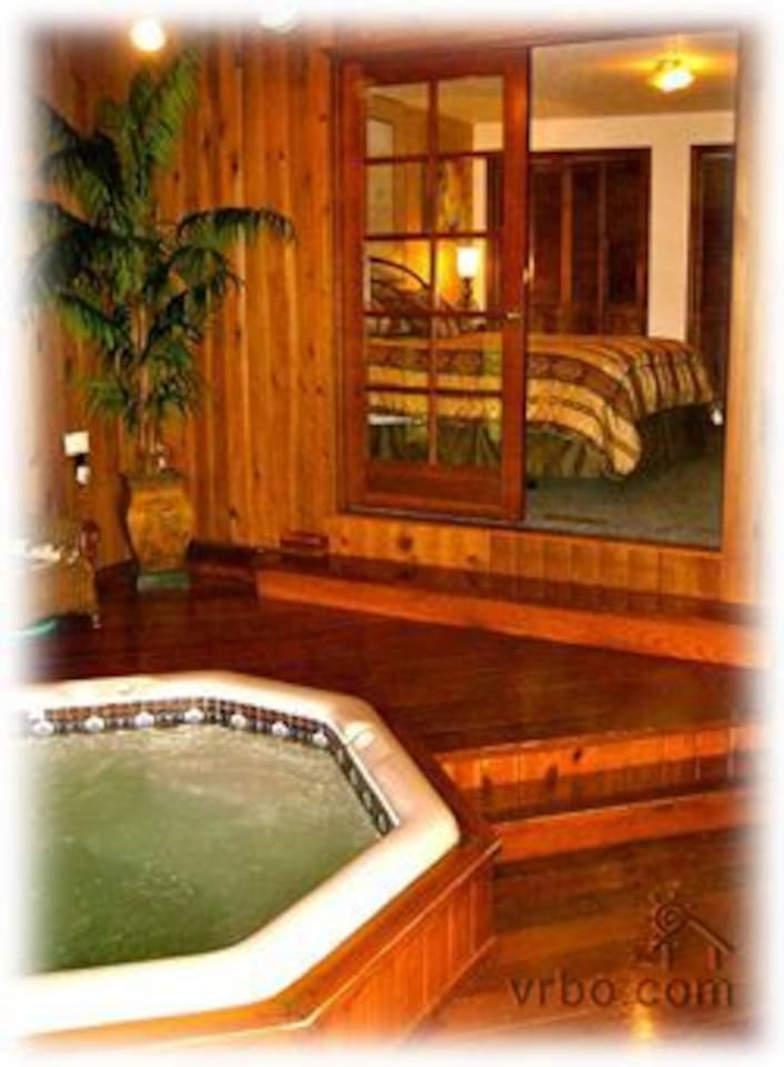 Are you ready to relax in our Jacuzzi? Adjacent to the master bedroom.