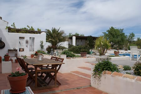Bed and Breakfast rooms in Lovely Family Cortijo - Hus