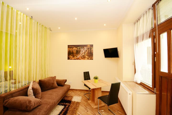 """Charming Twin Studio """"B"""" in the Heart of Budapest"""