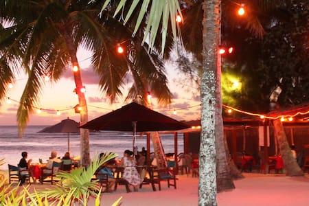 Castaway Resort - Arorangi District