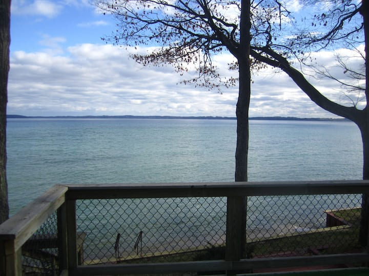 Beautiful Lake House Located on West Traverse Bay