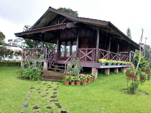 Villa Luhur Cisarua (Villa Couple)