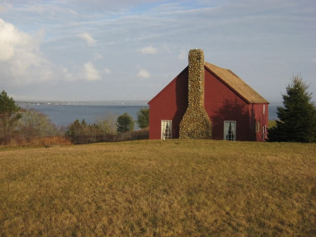The Barn (200+ year old converted barn on ocean) - Chester