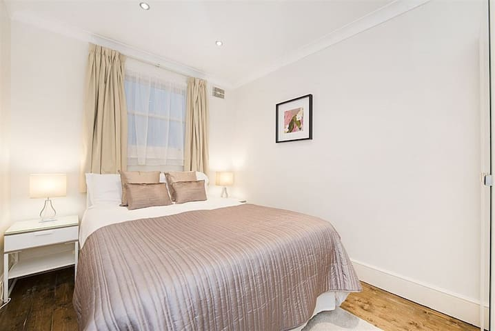 Gorgeous Room in front of Hyde Park - Londyn