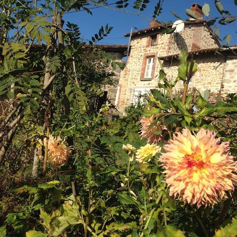 Petit cottage cosy et son jardin anglais au calme - Cieux - บ้าน