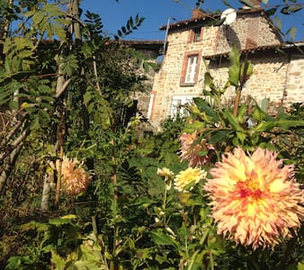 Petit cottage cosy et son jardin anglais au calme - Cieux - House