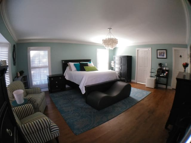 A SWEET Suite in Derby City- Highlands, 1-4 guests