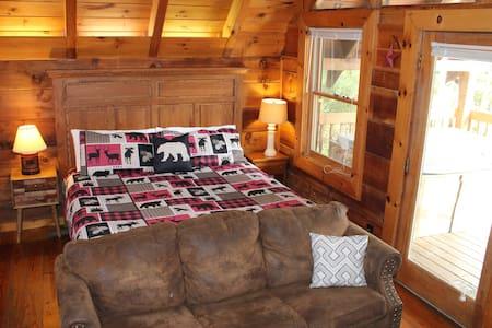 Pet-friendly, Studio cabin w/ Hot Tub & Jacuzzi