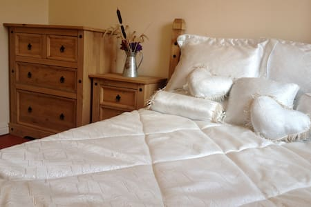 Warm and Cosy room with everything you need - Crownhill
