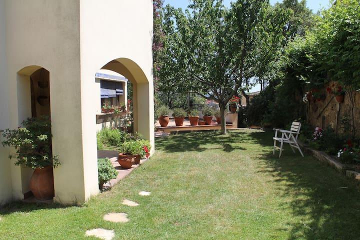 Casa independiente con jardín, porche y barbacoa - Palafrugell - House