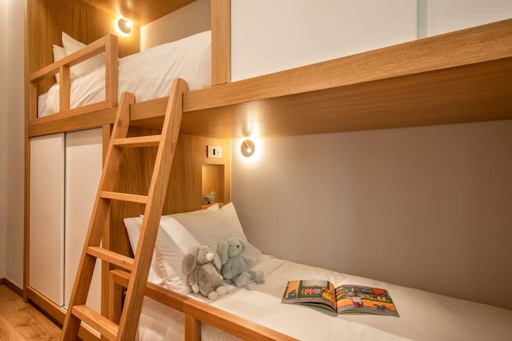 Time for a bedtime story? A good night's rest is crucial for your kids' wellbeing and growth. Adults can be accommodated as well, as beds' size are 2.0m x 0.90m. Enjoy the comfort of the mattresses and CocoMat pillows. USB charge sockets available.