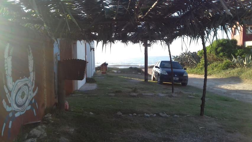 """complejo """"la cuevita"""" casa PAPI, a 40 mts del mar."""