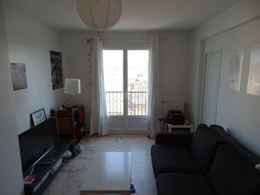 Chambres avec balcon au calme en centre ville for Chambre calme en anglais