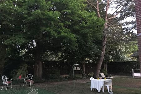 COSY HOUSE in CHANTILLY WITH PRIVATE GARDEN