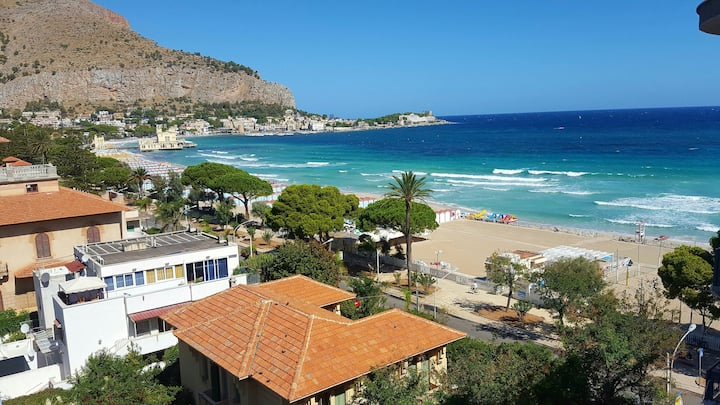 MONDELLO' S BEACHFRONT TERRACE
