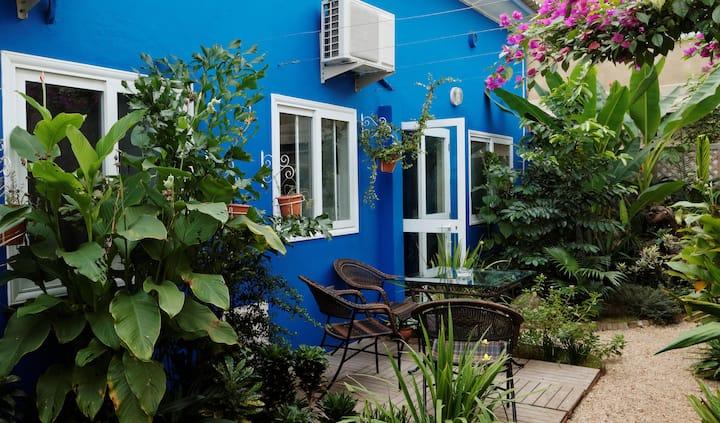 Majorelle Cotonou : Blue House