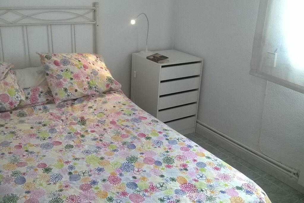 Habitación con cama y colchón visco confortable para 2 personas