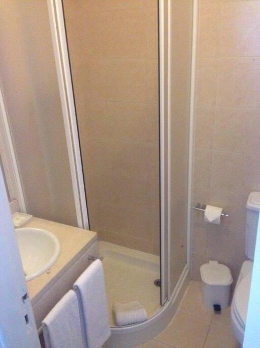 WC com toalhas