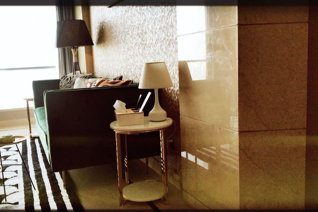在客厅你可以看到美丽的金鸡湖 也可以享受慵懒时光