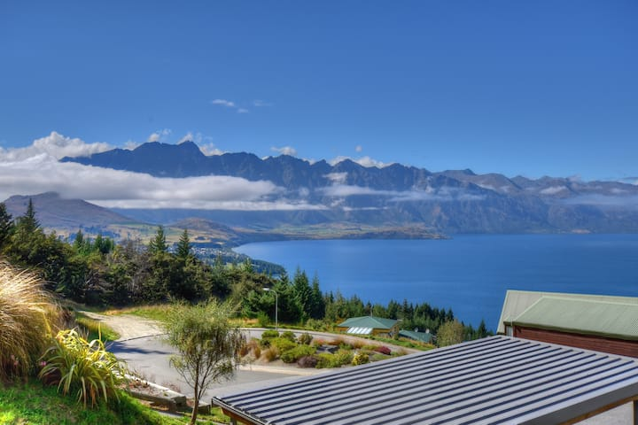 Stunning view-weekly rates/2 night stays available