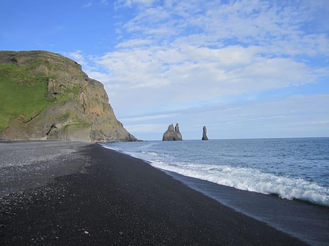 Reynisfjara closest beach 5 mmin. drive