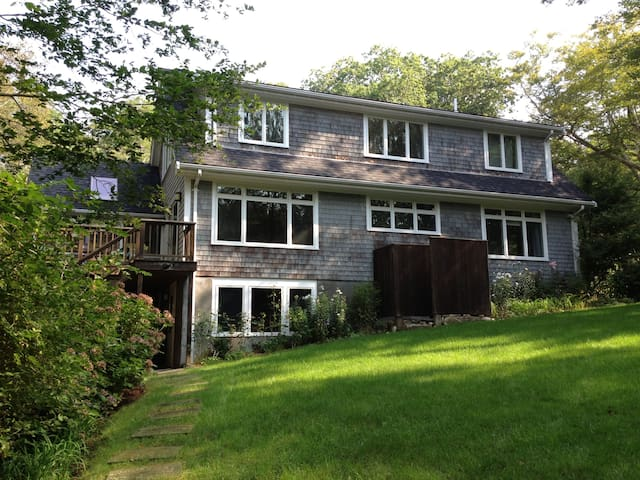 Lovely 4BD Woods Hole home