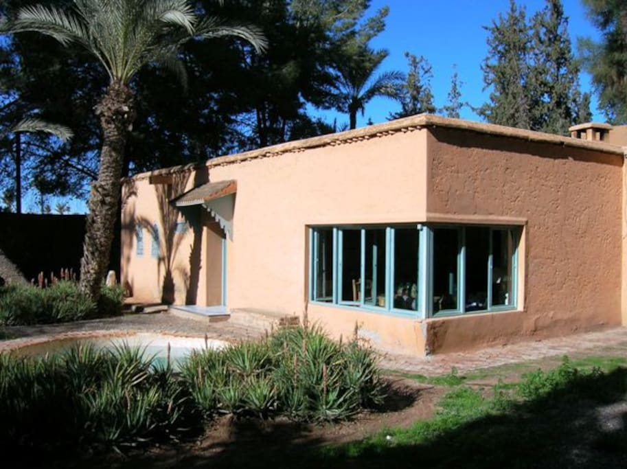Jolie villa jardin petite piscine houses for rent in for Au jardin guest house welkom