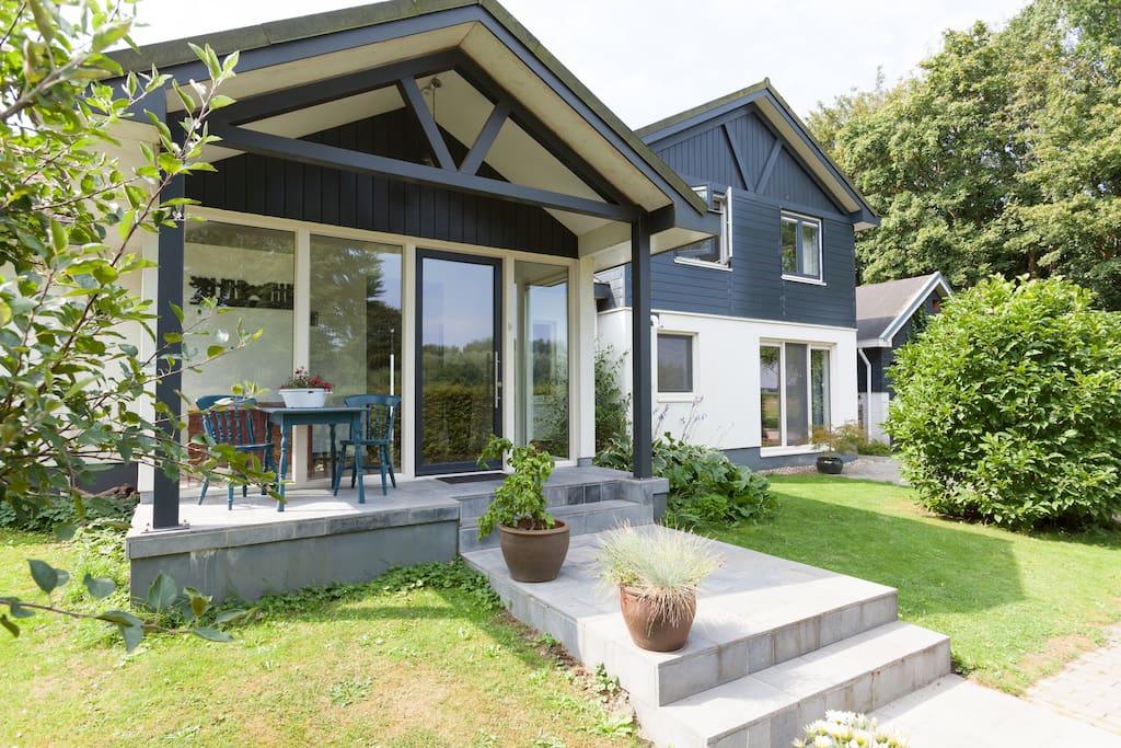 Ingang woning / Entrance house