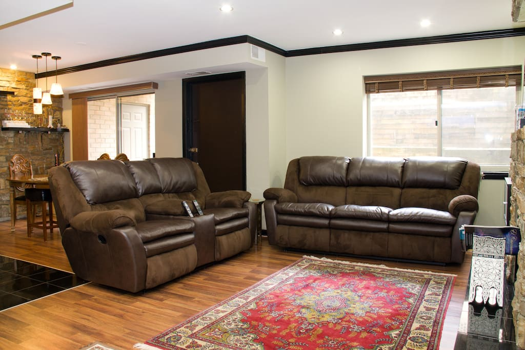 Comfy seating with reclinable action