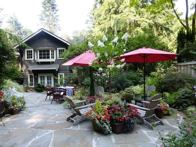 Forest Garden Inn .....  Roomy, Serene Retreat - Lake Forest Park - Casa