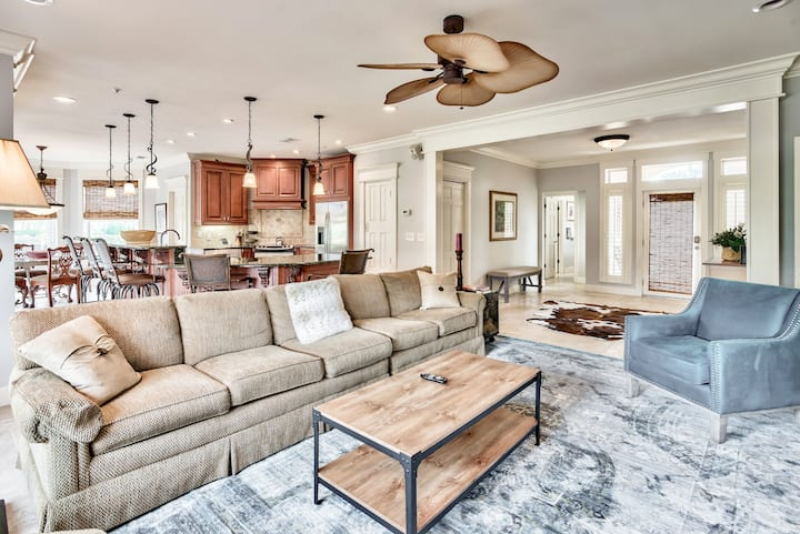 Prime Condo with Golf Cart and Resort Amenities