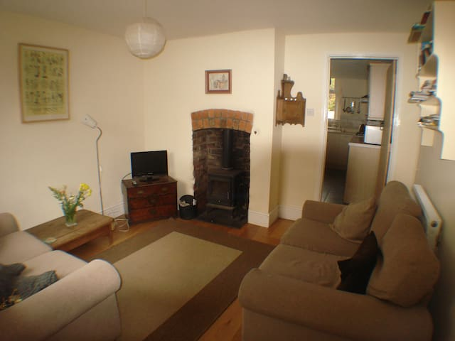Quiet two bed cottage Hay on Wye, centre of town.