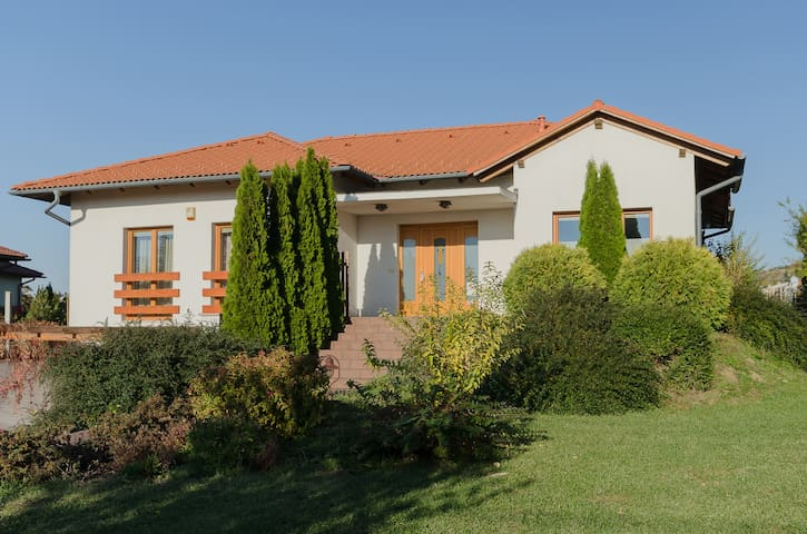 Luxury Villa with inside pool, Győr - Gyõrújbarát - Villa