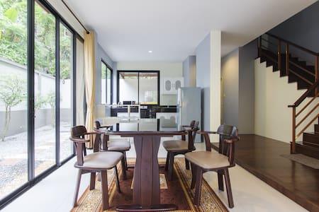 Entire 3 Bedrooms Patong beach villa Mountain View